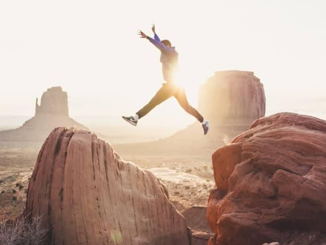 Erfolgreich über Nacht gibt es nicht. Alle erfolgreichen Menschen haben hart für ihren Erfolg gearbeitet. Genauso wirst du auch nicht morgen den Gipfel des Erfolgs erklimmen. Es braucht Zeit.