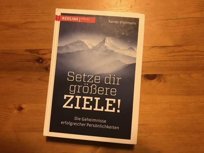 Rainer Zitelmann: 42 Geheimnisse eines Selfmade-Millionärs. Dr. Dr. Rainer Zitelmann erzählt dir, wie du reich werden kannst und deine Ziele erreichst. Und über das Buch Setze dir größere Ziele.