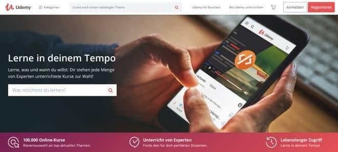 Wie du deinen Online Kurs Schritt für Schritt veröffentlichen kannst. Dafür kannst du beispielsweise die Online Plattform Udemy nutzen.